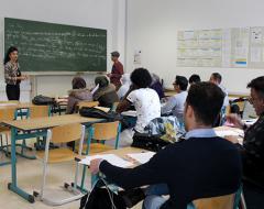 Projektleiterin und Trainerin Andrea Bock mit TeilnehmerInnen im Deutschkurs am BPI der ÖJAB. Foto: ÖJAB.