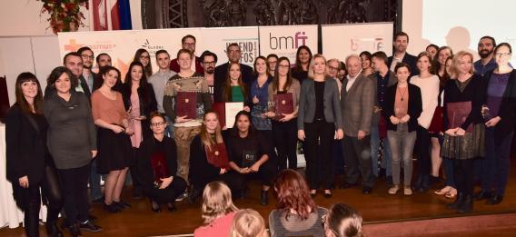 Gruppenfoto mit allen Gewinnerinnen und Gewinnern des Österreichischen Jugendpreises 2017.